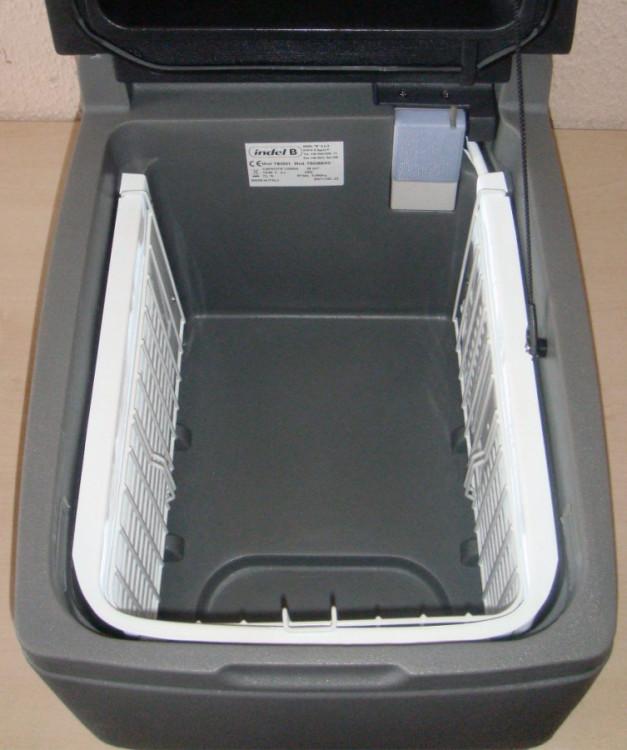 TB2001 kompresorová autolednice 12/24V 26L Indel B, 3
